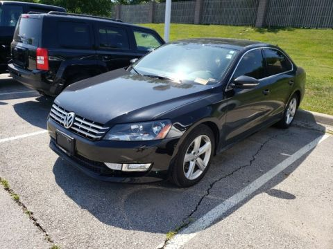 Pre-Owned 2012 Volkswagen Passat SE w/Sunroof