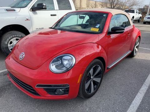 Pre-Owned 2013 Volkswagen Beetle Convertible 2.0T w/Sound/Nav